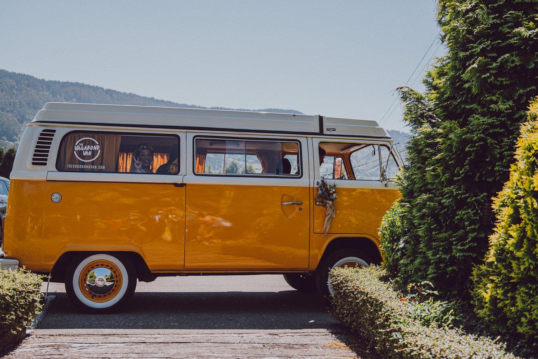 llegada de la novia en the vagabond van